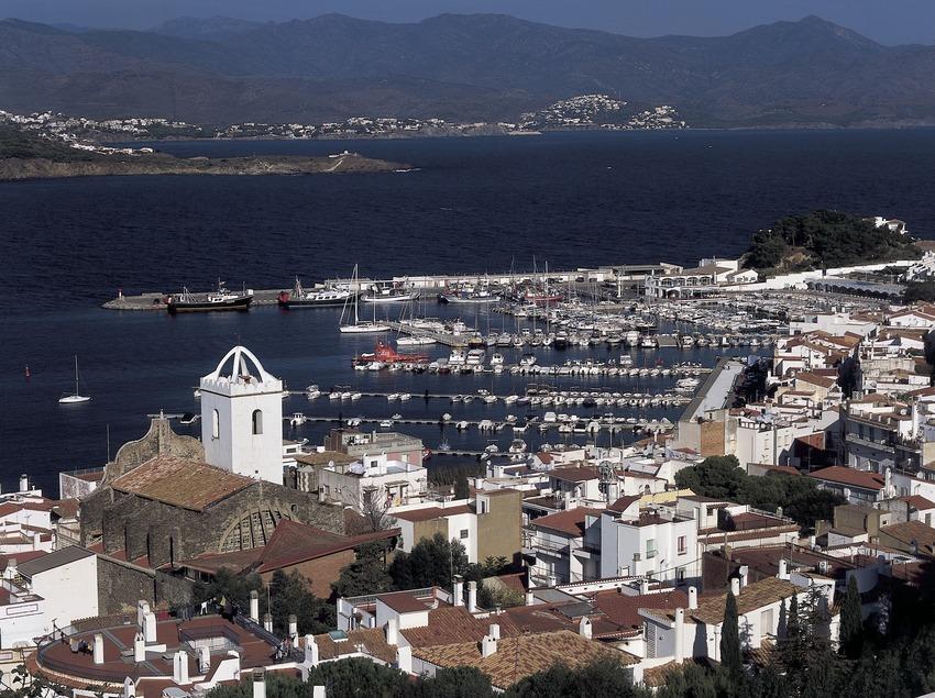 Centro de la localidad y el puerto deportivo  (Kim Castells)