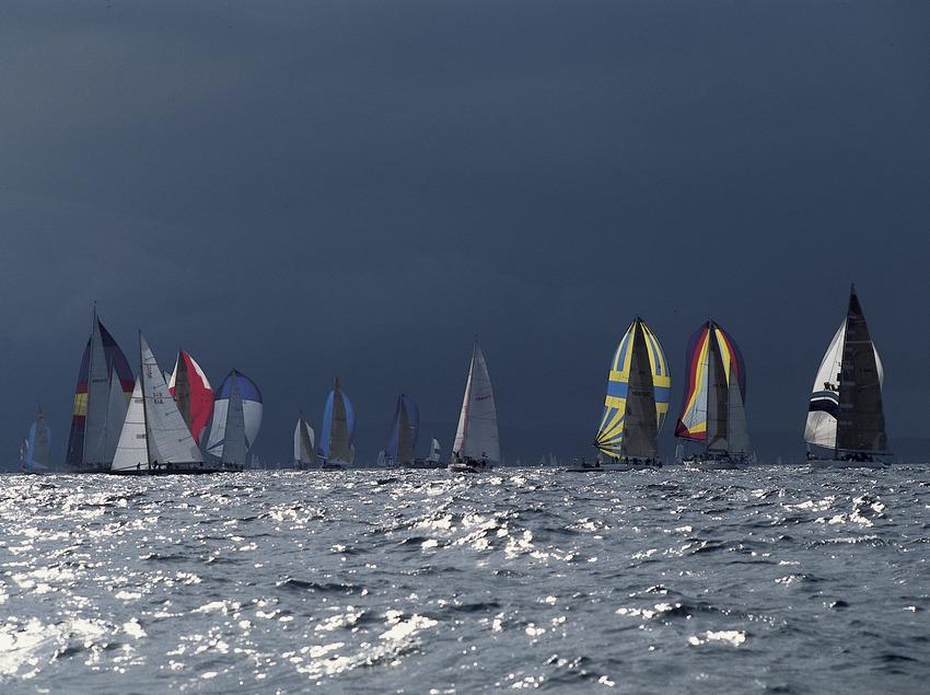 Segelboote bei einer Regatta