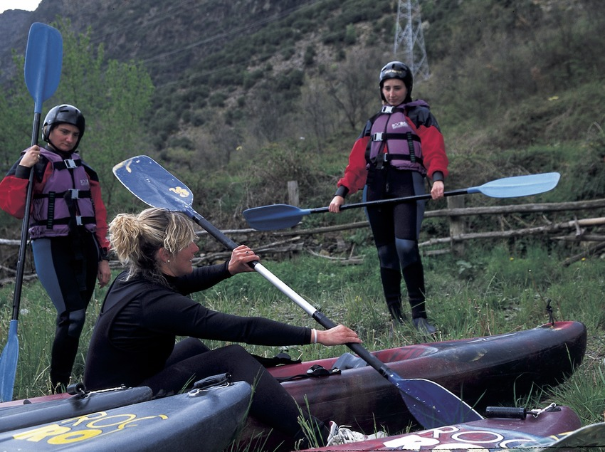 Canoeing. Introduction course.