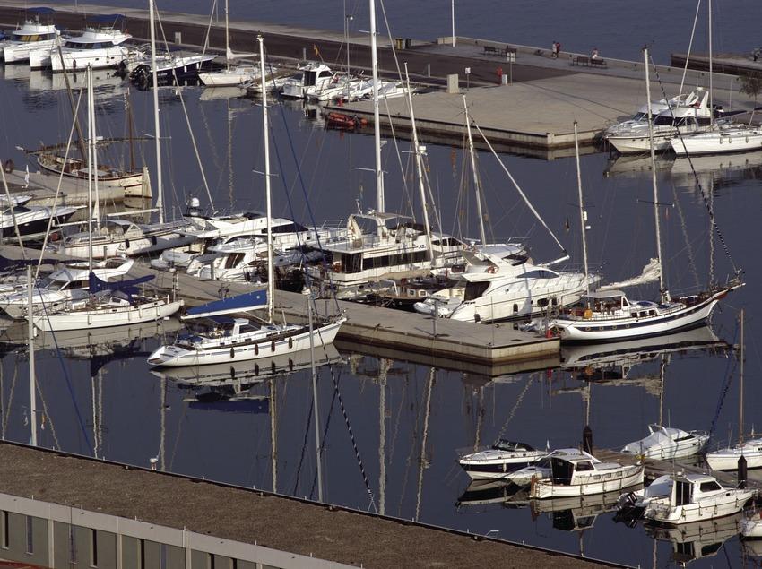 Embarcations amarrées aux jetées du port de Roses  (Marc Ripol)