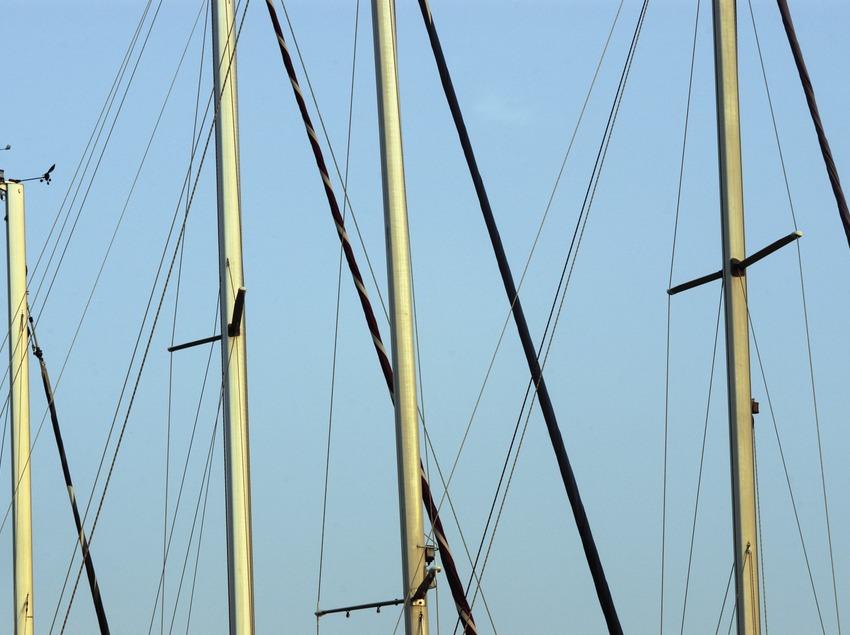 Mâts de voiliers dans le port de Roses  (Marc Ripol)