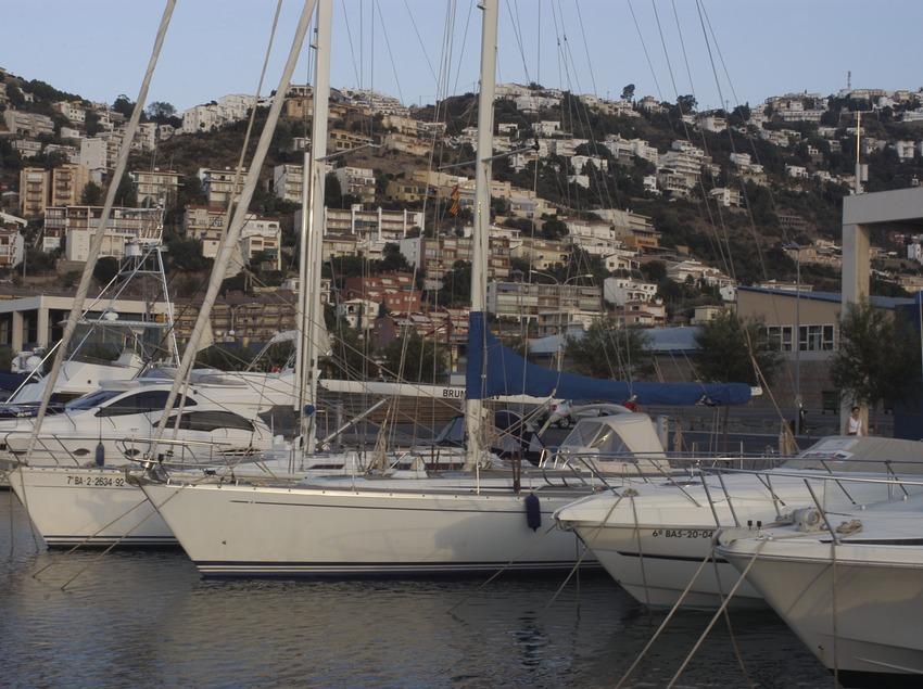 Embarcations amarrées dans le port de Roses  (Marc Ripol)