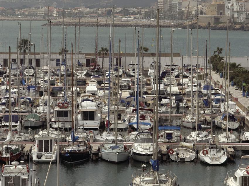 Puerto deportivo de Aiguadolç, con la población de Sitges al fondo  (Marc Ripol)