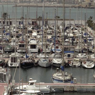 El Port Esportiu d'Aiguadolç, amb la població de Sitges al fons  (Marc Ripol)