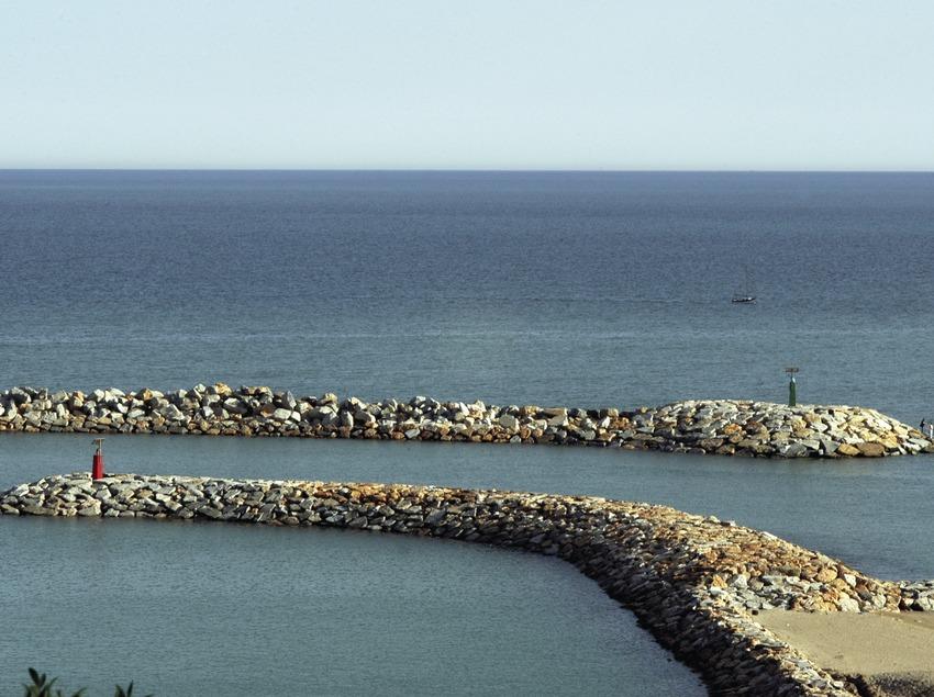 Bocana del puerto deportivo Port Ginesta  (Marc Ripol)