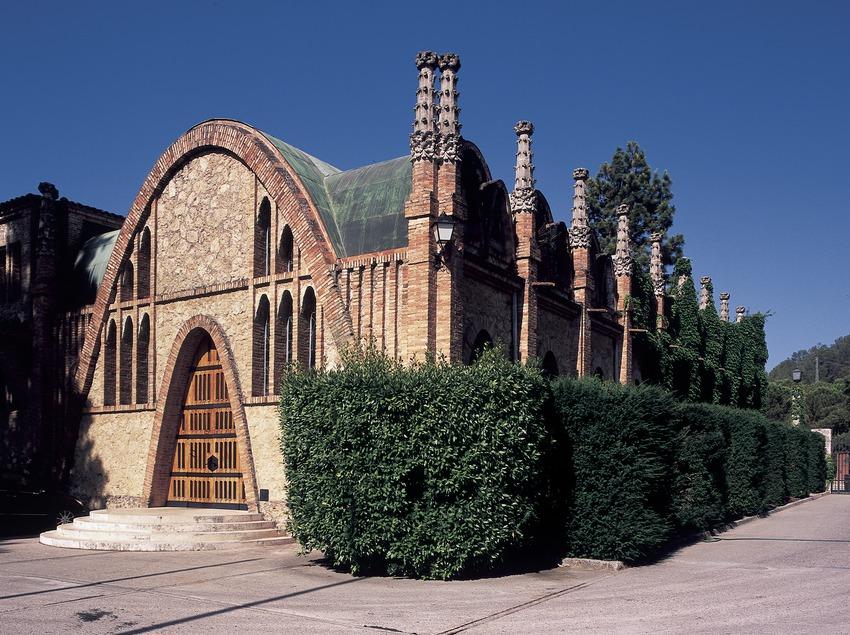 Exterior de las bodegas Codorniu, de Josep Puig i Cadafalch