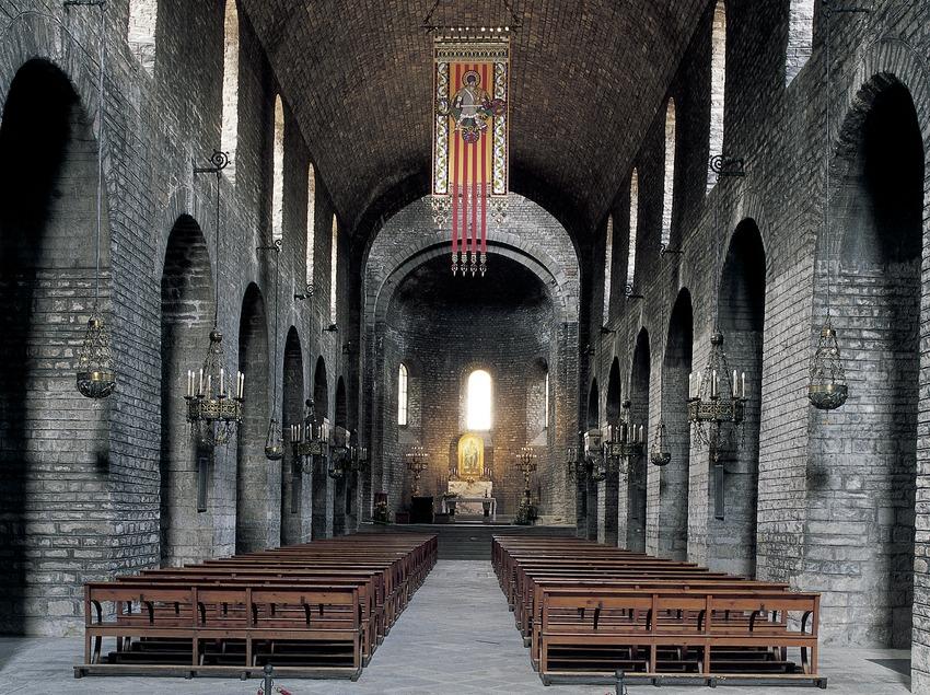 Nau central de l'església del Monestir de Santa Maria de Ripoll.