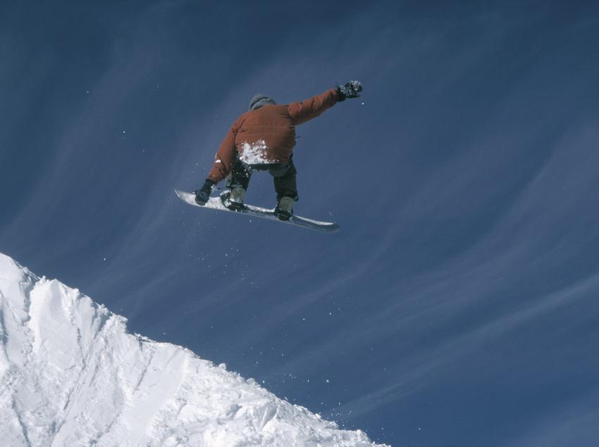 Snowboard. Sauts.