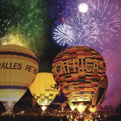 Festa nocturna de cloenda amb piromusical Balloon Festival a Igualada