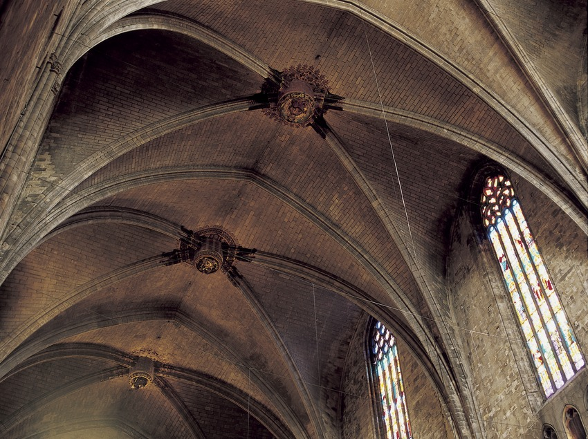 Vaulted ceiling in the central nave. Cathedral of Santa Maria.