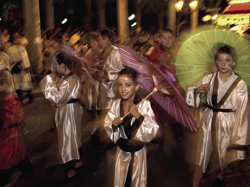 Parade de rue à la fête de Notre Dame du Tura