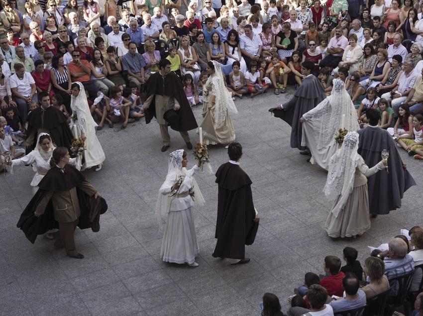 Традиционный танец деревни Кастельтерсоль и танец со свечой (Oriol Llauradó)