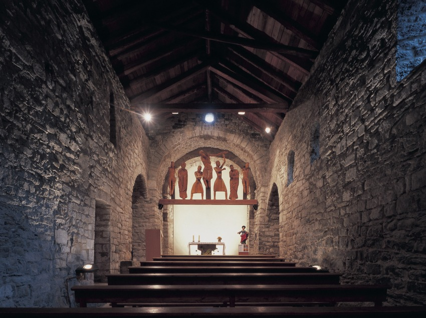 Interior de la iglesia de Santa Eulàlia de Erill la Vall.