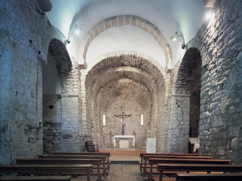 Interior de l'església de Sant Feliu de Barruera.