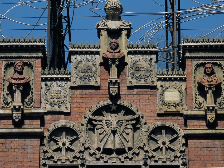 Detall de la façana de la Fundació Antoni Tàpies.  (Imagen M.A.S.)