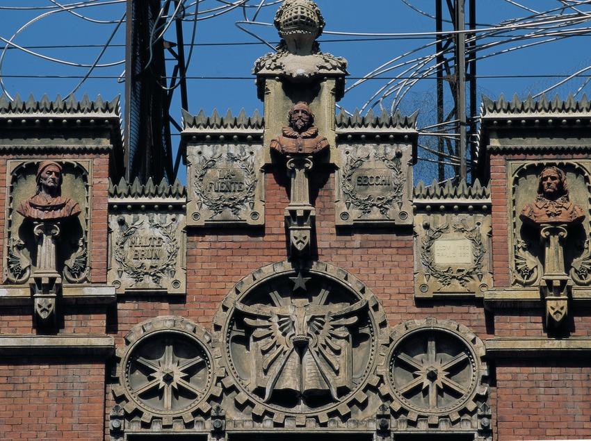 Detalle de la fachada de la Fundació Antoni Tàpies.  (Imagen M.A.S.)