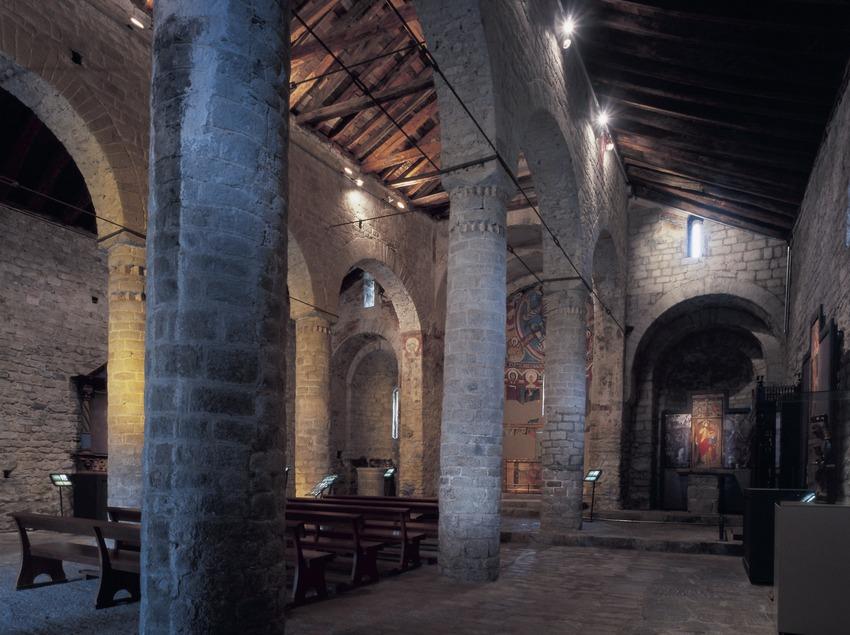 Interior de la iglesia de Sant Climent de Taüll.  (Imagen M.A.S.)