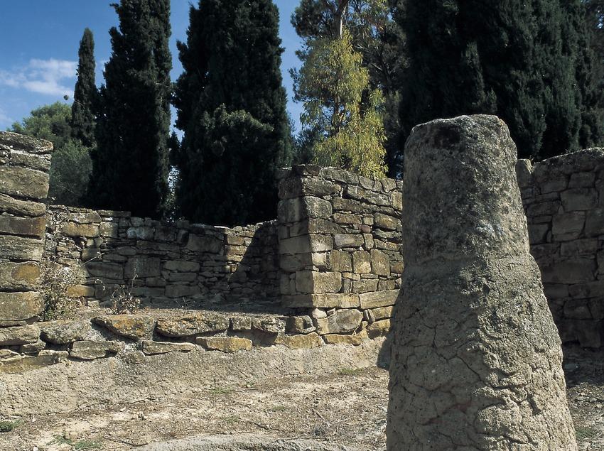 Detall de les restes arqueològiques d'un edifici públic (segles IV-III a.C.) del poblat ibèric del Puig de Sant Andreu d'Ullastret.  (Imagen M.A.S.)