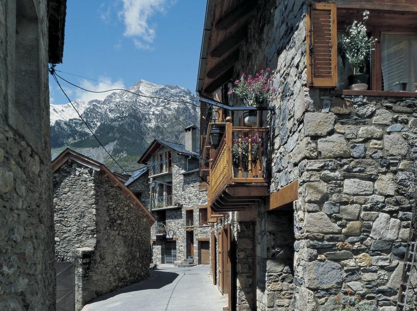 Street in Boí.