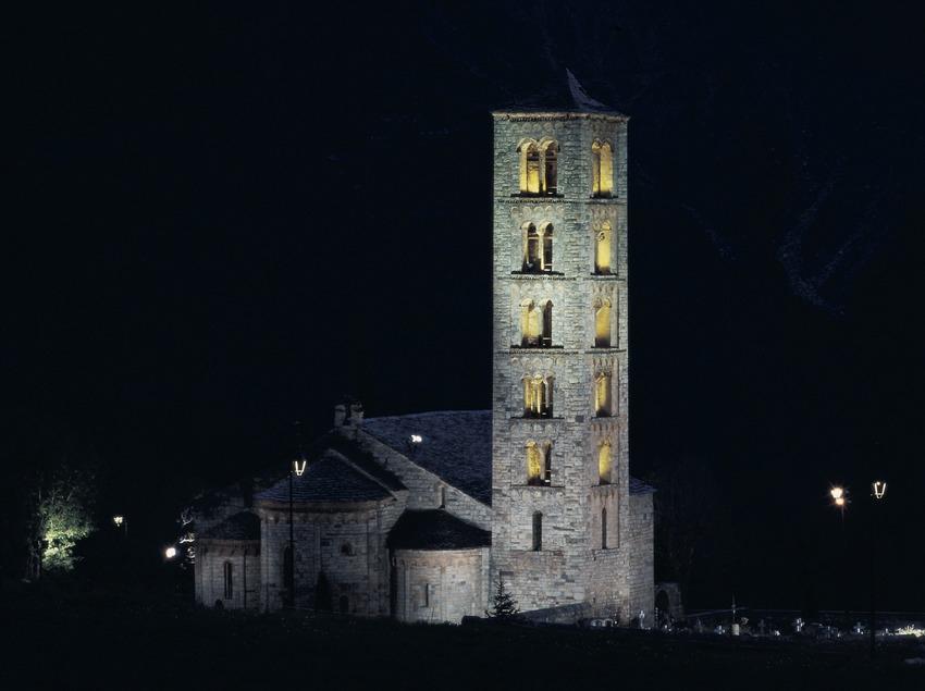 Vista nocturna de l'església de Sant Climent de Taüll.
