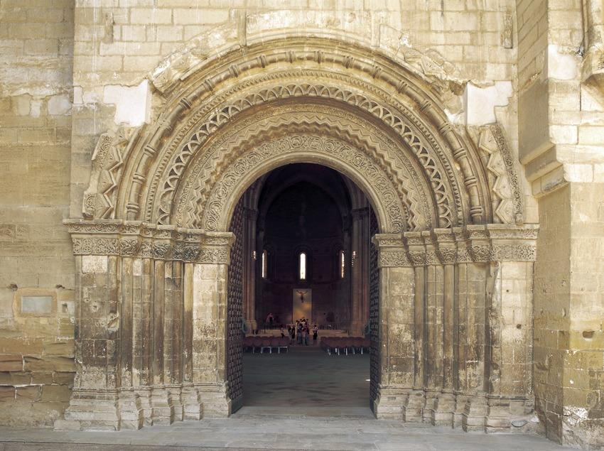 Portal de acceso a la iglesia de La Seu Vella.  (Imagen M.A.S.)