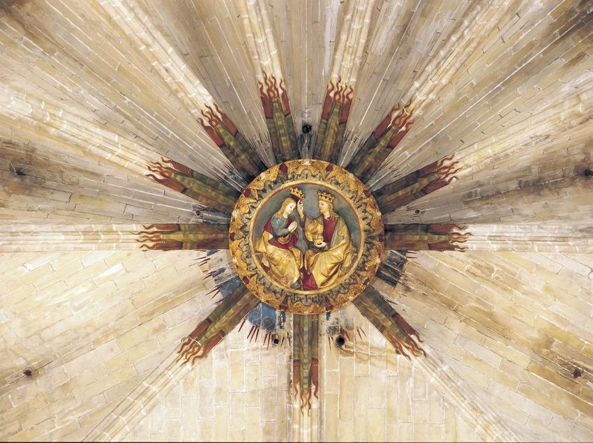 Couronnement de la Vierge (XIVe siècle) sur la clé de voûte du presbyterium de la cathédrale Santa Maria.  (Imagen M.A.S.)