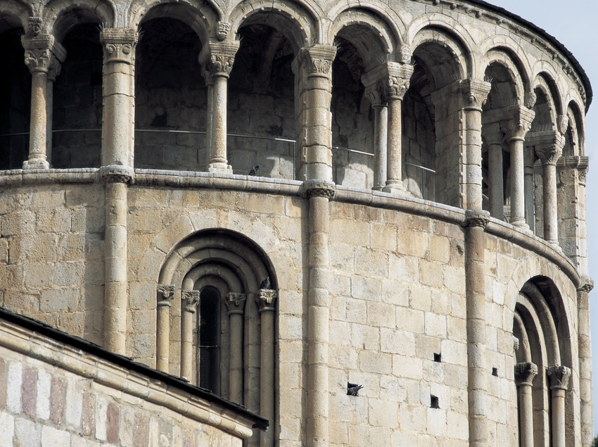 Arcos del ábside de la catedral de Santa Maria d'Urgell.
