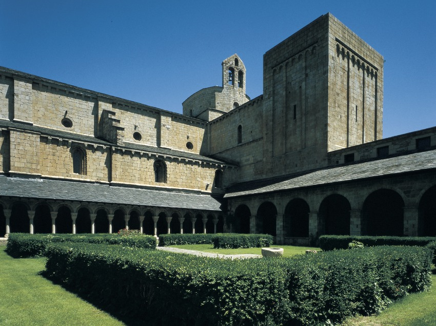 Cloister of the cathedral of Santa Maria d'Urgell.