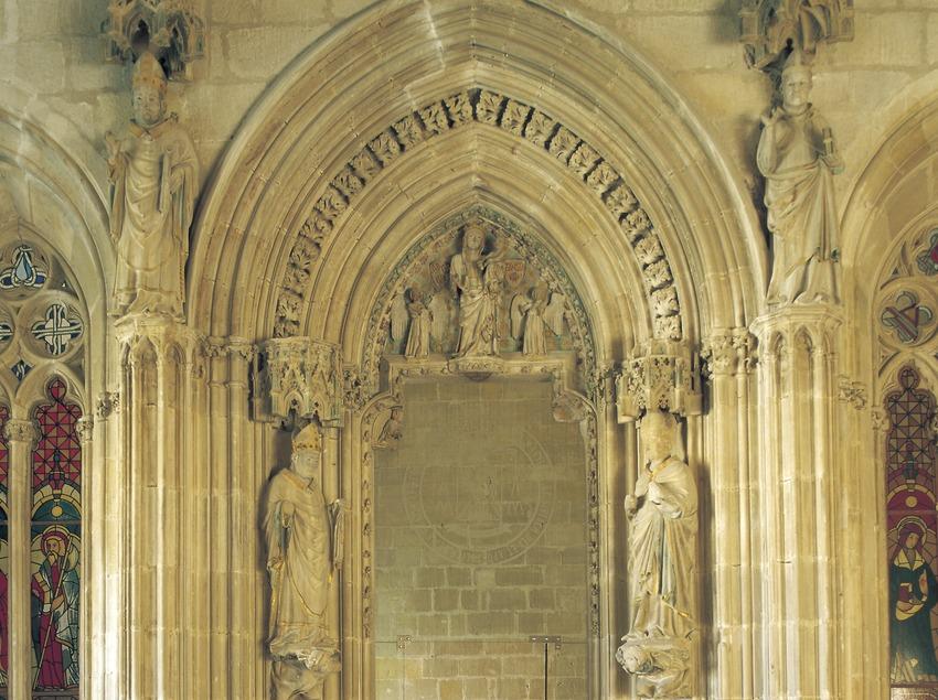 Puerta de la capilla del obispo Berenguer Prats (siglo XIV). Palacio Episcopal.  (Imagen M.A.S.)