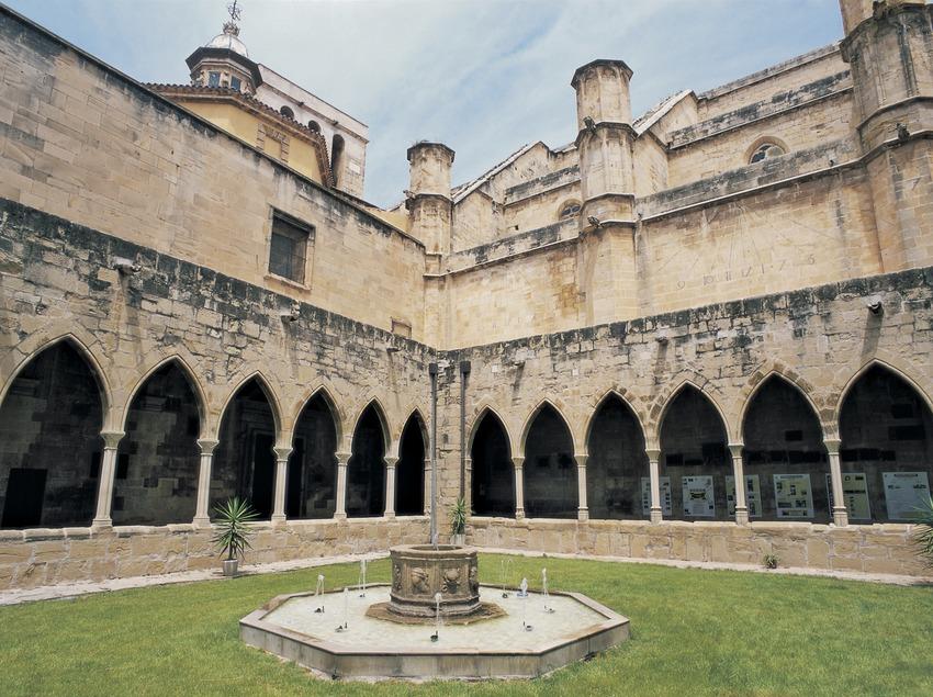 Claustro de la catedral de Santa Maria.  (Imagen M.A.S.)