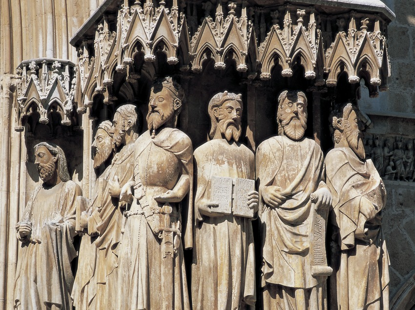 Esculturas de la fachada de la catedral de Santa Maria.  (Imagen M.A.S.)