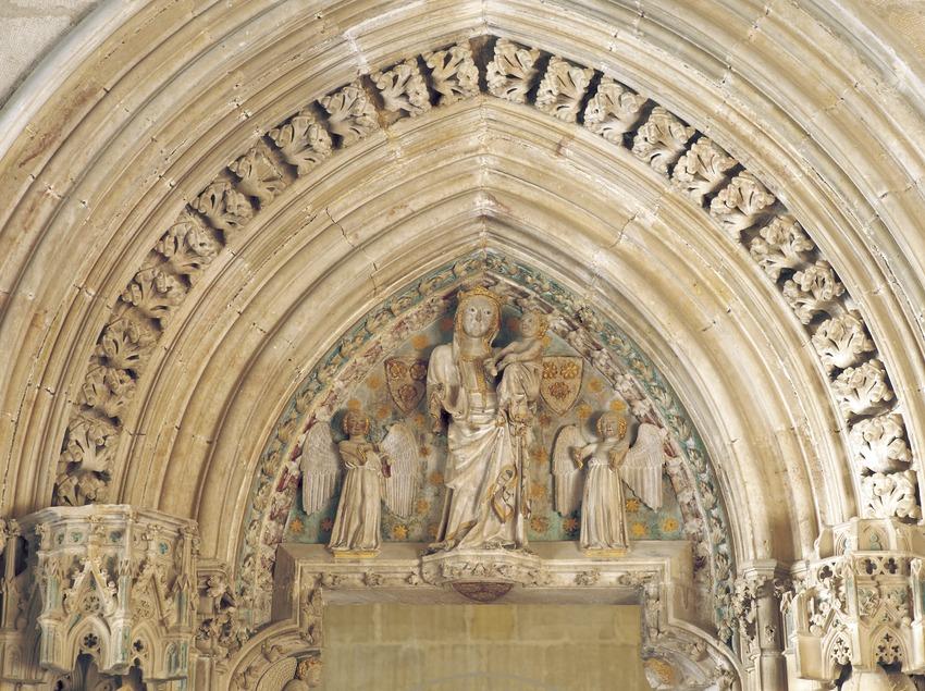 Tímpano de la puerta de la capilla del obispo Berenguer Prats (siglo XIV). Palacio Episcopal.  (Imagen M.A.S.)