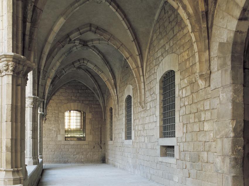 Claustre de l'antic Hospital de La Santa Creu.  (Imagen M.A.S.)
