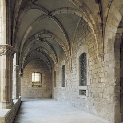 Claustro del antiguo Hospital de La Santa Creu.  (Imagen M.A.S.)