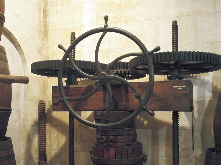 Premsa mecànica del Museu de les Cultures del Vi de Catalunya (VINSEUM)  (Imagen M.A.S.)