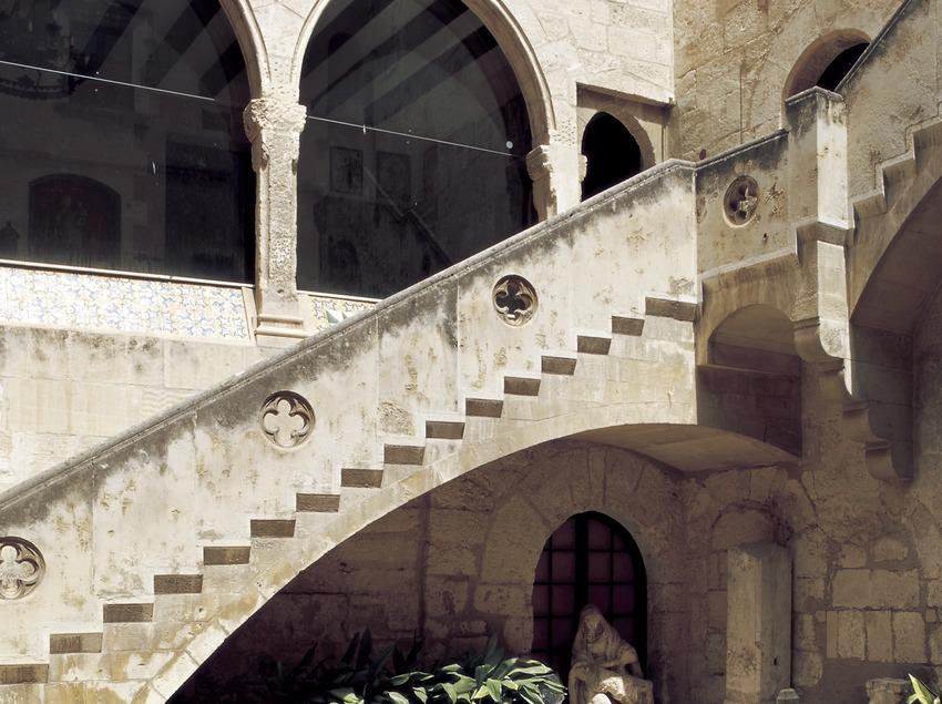 Patio del Museo de las Culturas del Vino de Catalunya (VINSEUM)