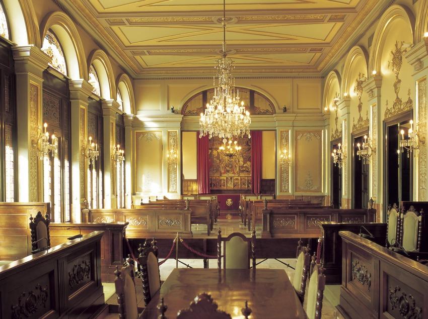 Sala de pleno de La Paeria (ayuntamiento de Lleida).  (Imagen M.A.S.)
