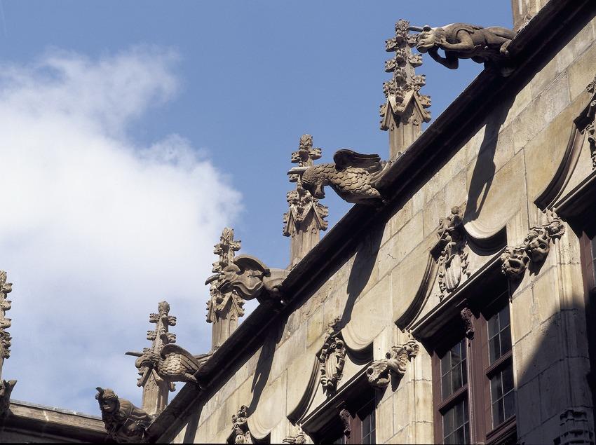 Gárgolas de la cubierta superior de la galería gótica. Ayuntamiento de la ciudad.  (Imagen M.A.S.)