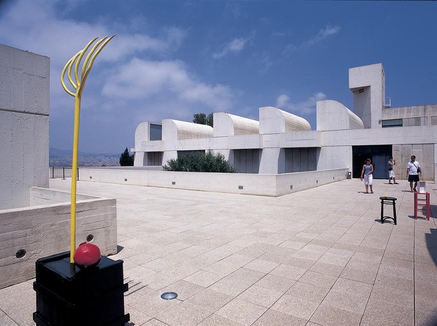 Terrasse de la Fundació Joan Miró.  (Imagen M.A.S.)