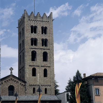 Clocher de l'église du monastère royal Santa Maria de Ripoll.