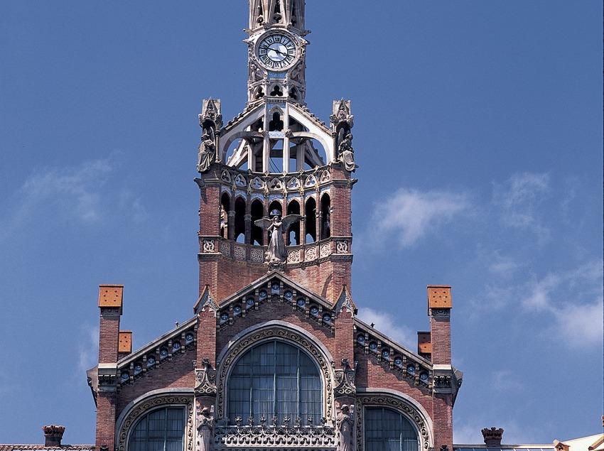 Detall de la façana principal de l'hospital de Sant Pau de Domènech i Montaner.  (Imagen M.A.S.)