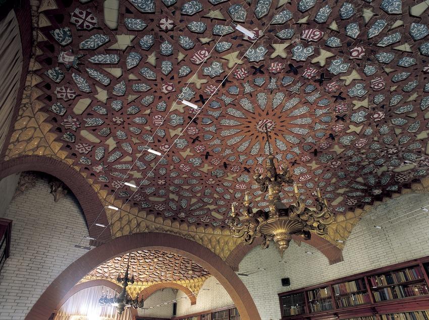 Sostre de la biblioteca de l'hospital de Sant Pau de Domènech i Montaner.  (Imagen M.A.S.)