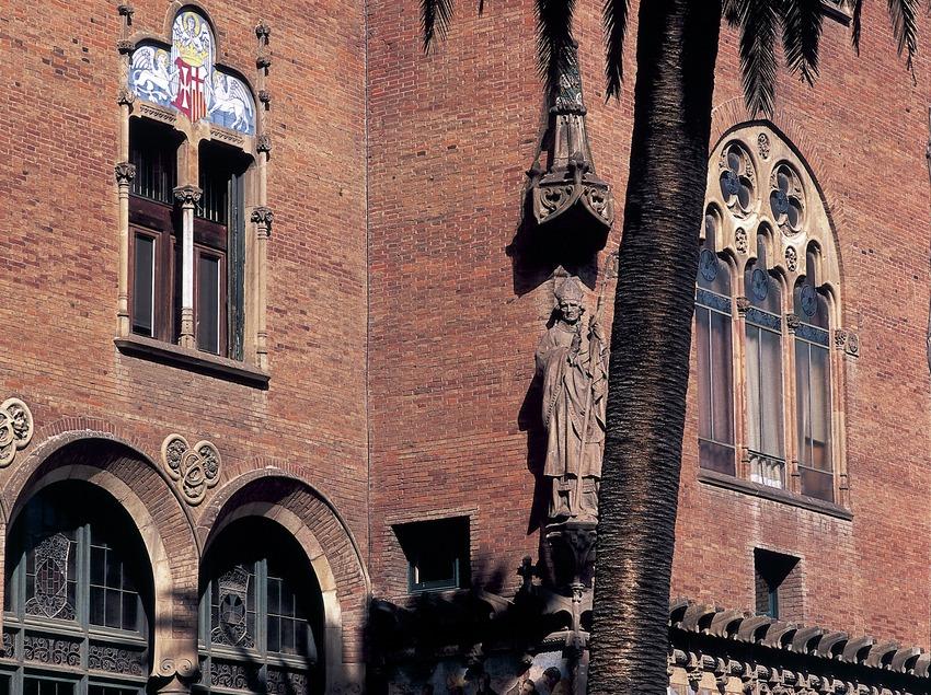 Detall de la façana d'un pavelló de l'hospital de Sant Pau de Domènech i Montaner.  (Imagen M.A.S.)