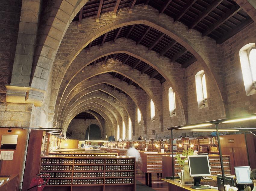Bibliothèque de Catalogne dans l'ancien Hôpital de La Santa Creu.  (Imagen M.A.S.)