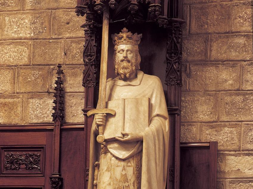 Estatua de Jaume I en el Saló de Cent. Manel Fuxà. Ayuntamiento de la ciudad.  (Imagen M.A.S.)