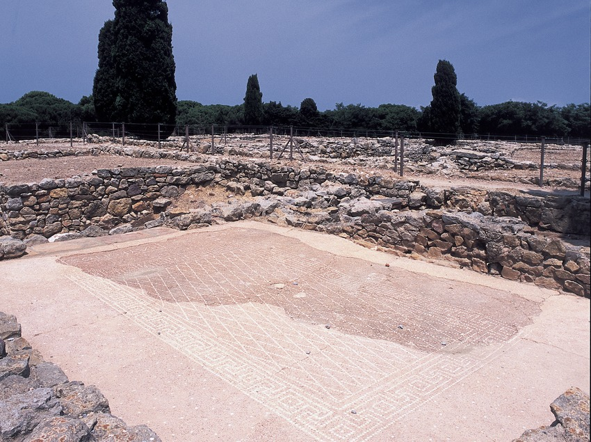 Ruïnes de la ciutat romana al parc arqueològic d'Empúries.