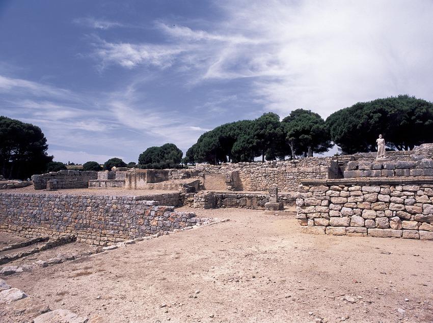 Ruïnes de la ciutat grega al parc arqueològic d'Empúries.