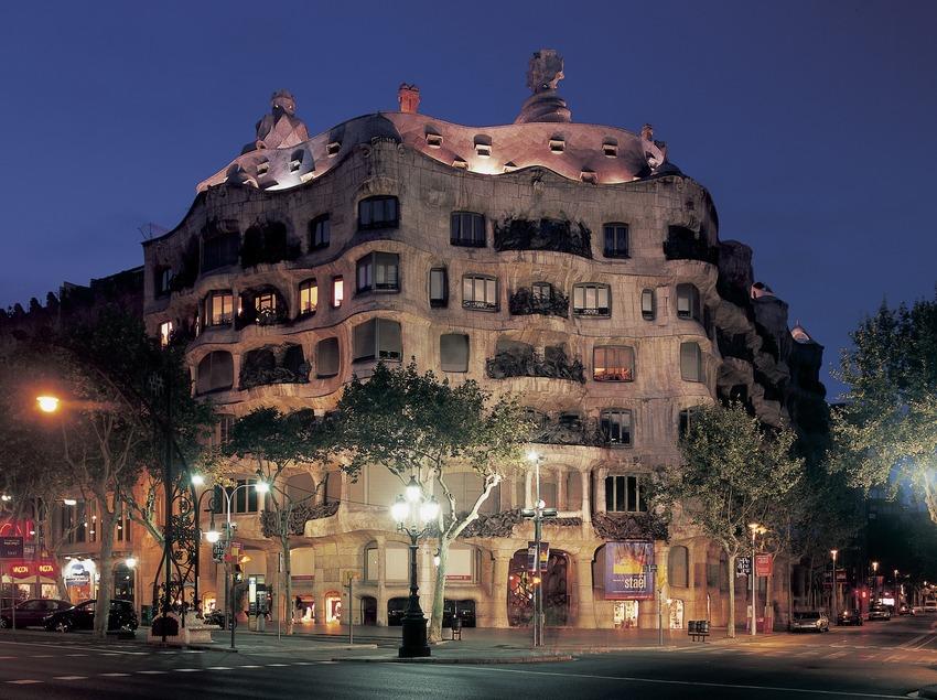 Nachtansicht des Hauses Casa Milà, La Pedrera