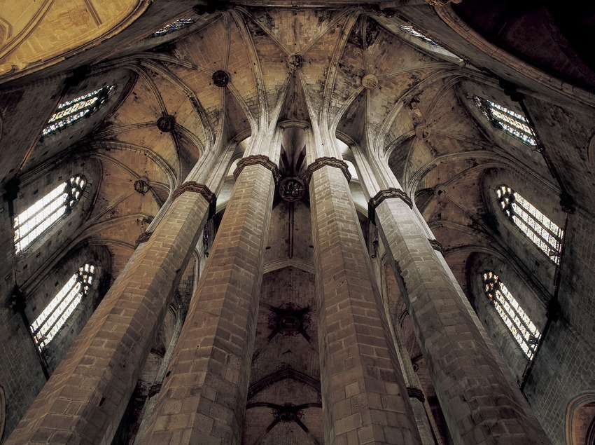 Columnas octogonales del deambulatorio de la iglesia de Santa Maria del Mar. (Imagen M.A.S.)