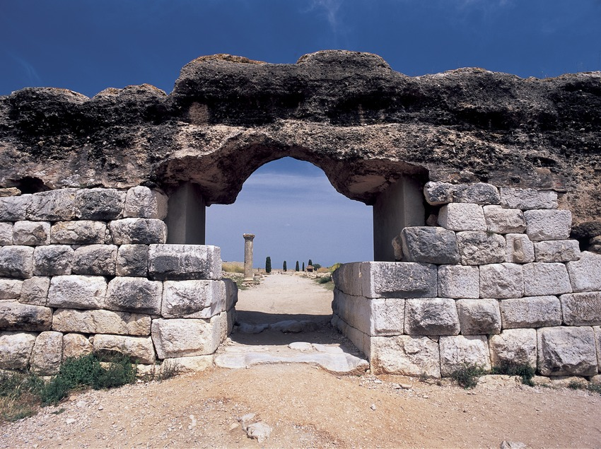 Roman city gate in the archaeological park of Empúries.